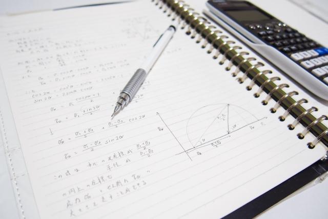数学で大切なのは、正解を導くプロセスや考え方です。 何度も解きなおして理解を深めてください。全国の入試問題を利用して苦手分野を解いていくのもいいかと思います。 時間がないからこそ、計画を立てて効率的に勉強をしましょう。 苦手を絞り込んで学習すれば、受験には十分間に合うと思います。