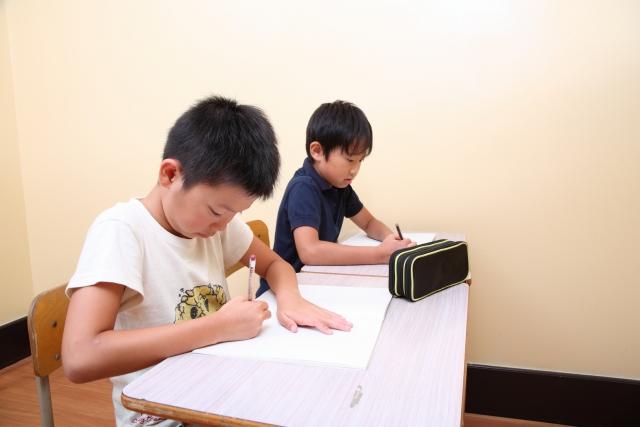 自分で学ぶ自立学習を指導します。教えてもらうことになれてしまうと自分で勉強が出来ません。