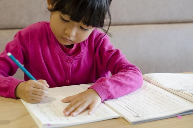「こどもがやる気がなくてどうしたらいいかわからない」 「何を言っても勉強しない」 「教えようとすると感情的になって怒ってしまう」  そんな時親はどうすればいいかをお話します。