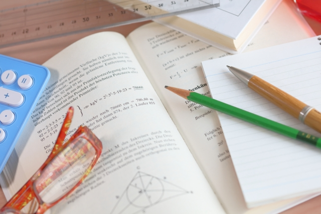 高校入試の数学は、ポイントを押さえて学習すれば点数が取れる科目です。確実に取れる問題はケアレスミスに注意して繰り返し演習問題をとくことが鍵です。