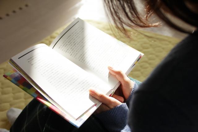 今後求められる人材は、社会に出てからの即戦力(コミュニケーション能力・常識力)のある人間だといわれています。語彙力をつけるために書店・図書館にまめに通い、本を読むことが大事です。また小中学生は「たしかに」「しかし」「一方」「したがって」を使い主観的に見るのでなく客観的に見て、分析する書き方を学習することが大事です。