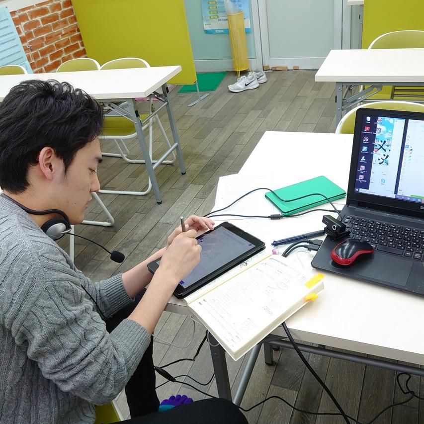 九州大学で合格発表があり、卒業生が工学部に合格!! 合格の報告をしに来てくれました。